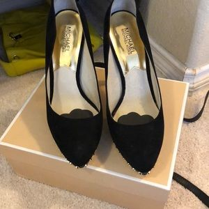Micheal Kors Ailee size 10 black suede pumps
